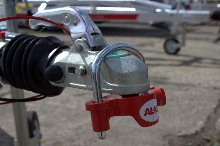 Universal hitch protection for trailers AL-KO