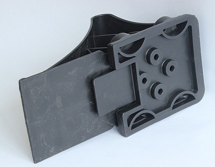 Wheel chock with grip for trailers